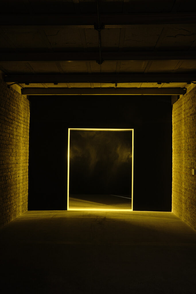 Light and dust installation